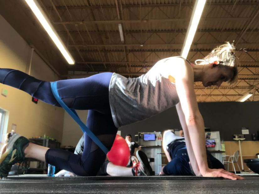 Knee Plank Heel Press